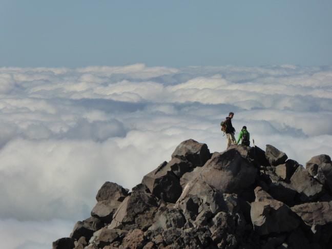 ber-den-Wolken-nahe-Fanthams-Peak-Mt-Taranaki-Nordinsel_klein-min