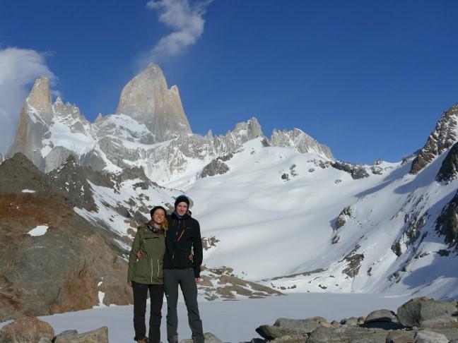 Sarah-und-Constantin-vor-der-Laguna-de-los-Tres-mit-Fitz-Roy-im-Hintergrund-min