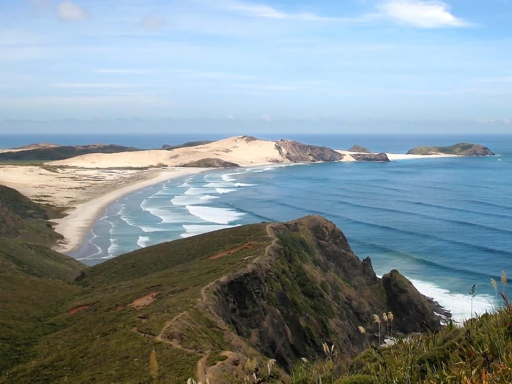 Neuseeland Blick von Cape Reinga auf Te Werahi Beach, der Start des Te Araroa Fernwanderweges